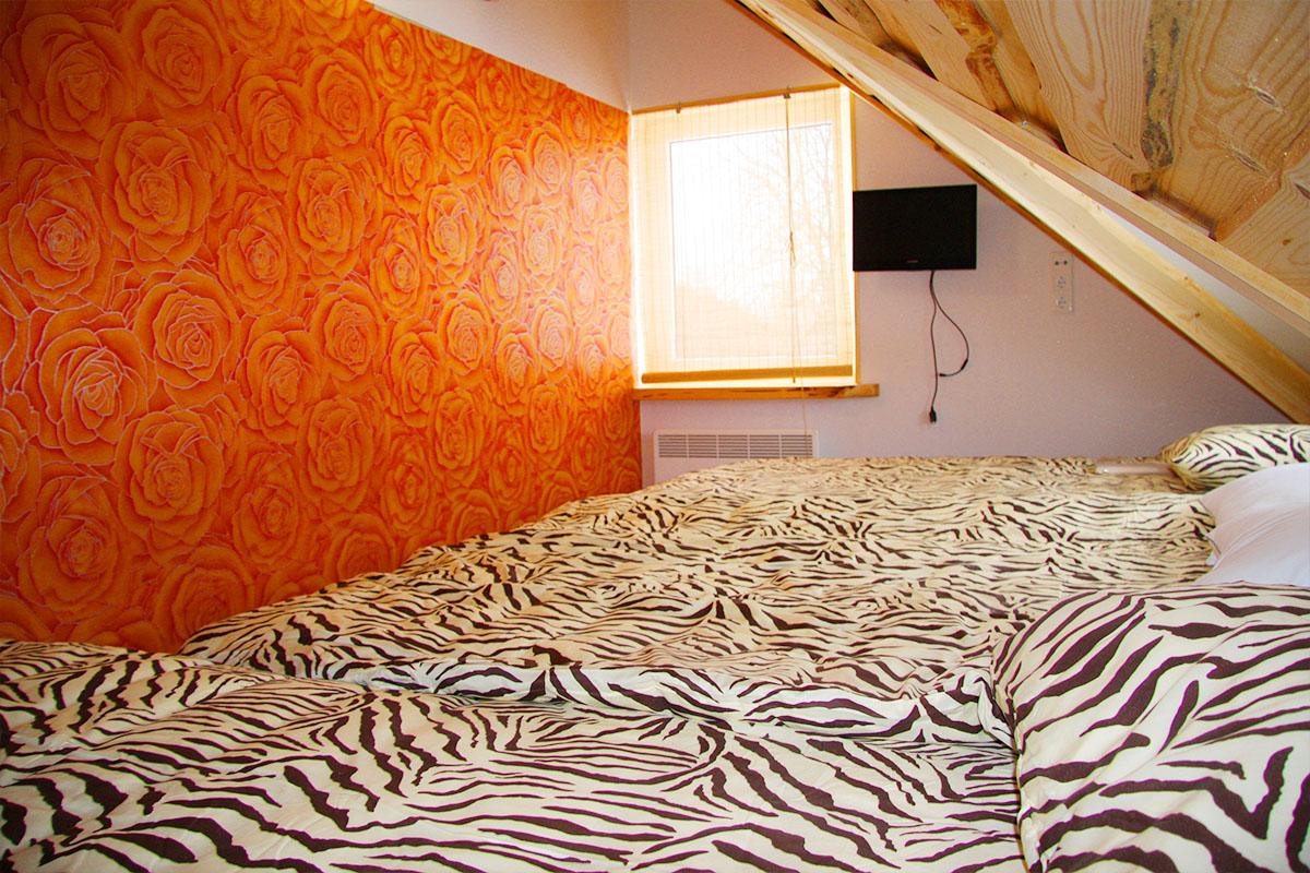 Kolme voodiga tuba